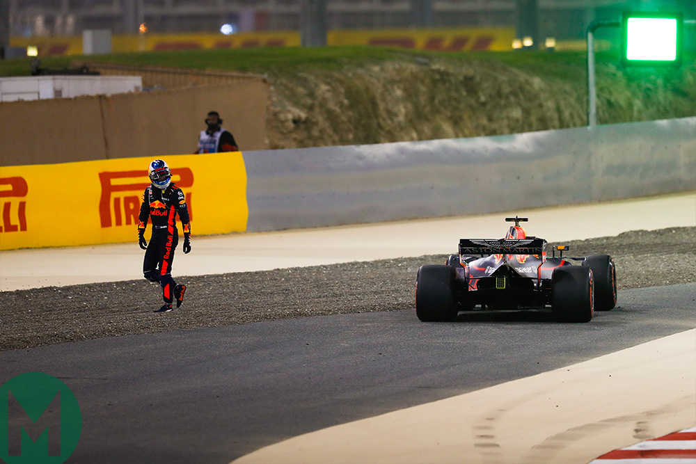 Ricciardo walks away from car Bahrain Grand Prix 2018
