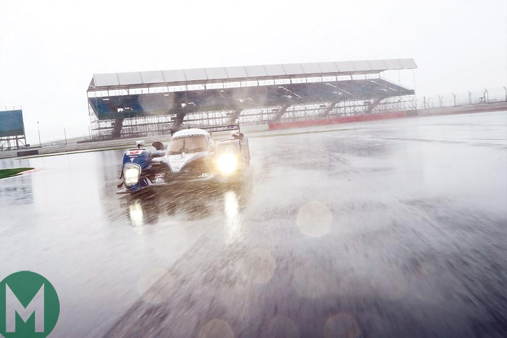 Peugeot 908 HDi in the rain