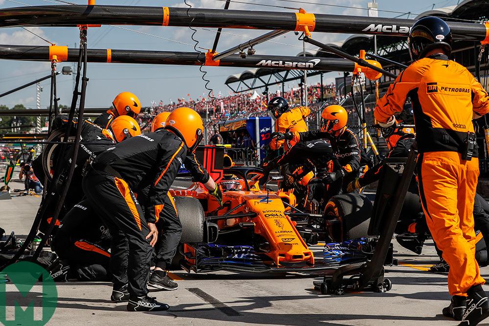McLaren MCL33 pitstop