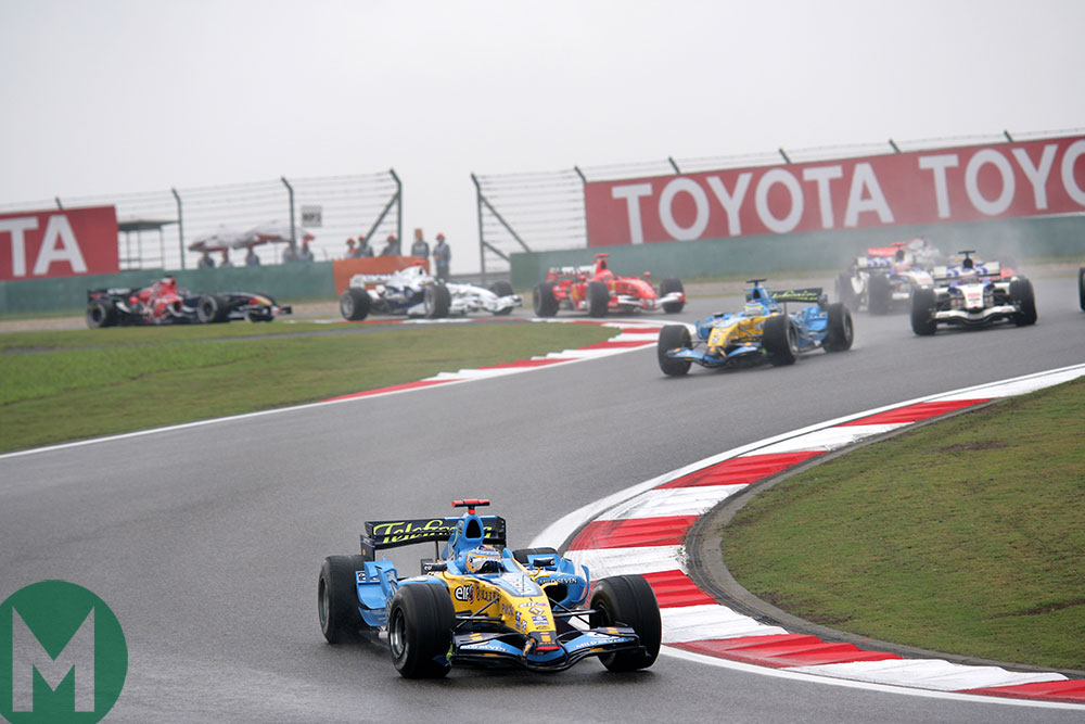 Fernando Alonso's Renault leads at the start of the 2006 Chinese Grand Prix